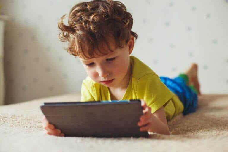 De negative effektene skjermtid har på barn
