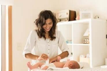 Sjekk bleien: Hva babyens avføring sier