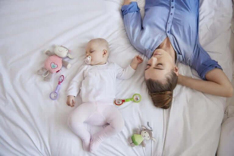 En nybakt mors søvn etter fødselen