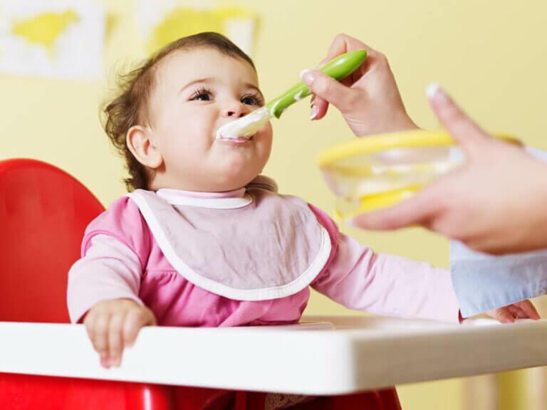 Tips for å etablere babyens måltidsrutine
