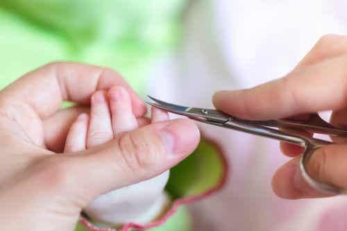 Inngrodde negler hos babyer: Forebygging og behandling