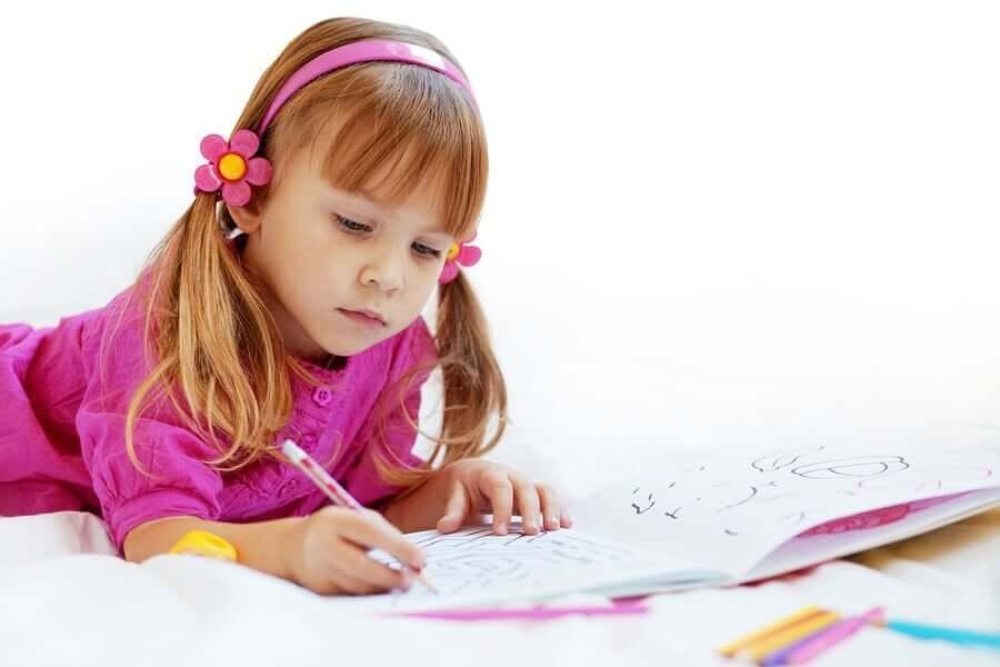 Fordelene med å fargelegge for barn