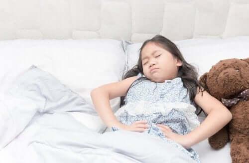 Blærekatarr hos jenter: Symptomer, forebygging og behandling