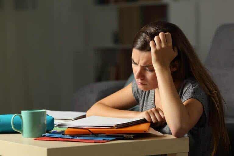 Hvordan vite om tenåringen din er utmattet og stresset