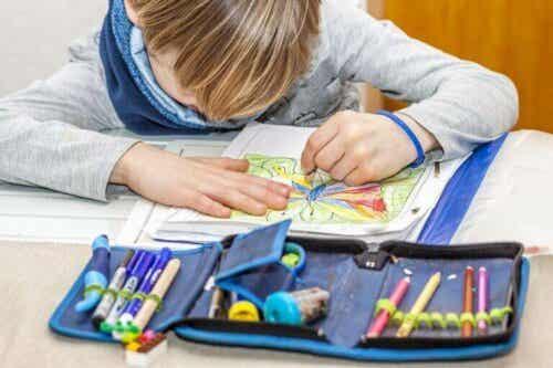 Hvordan utvikles lateralitet hos barn?