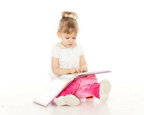 Urinveisinfeksjoner hos jenter: Årsaker, symptomer og behandling