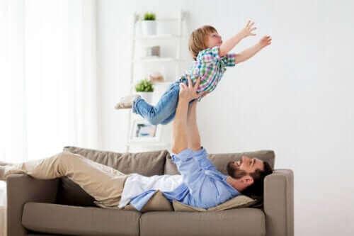 Det er bra for barn å herje sammen med fedrene sine