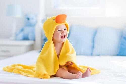 Utviklingsstadiene i babyens første år