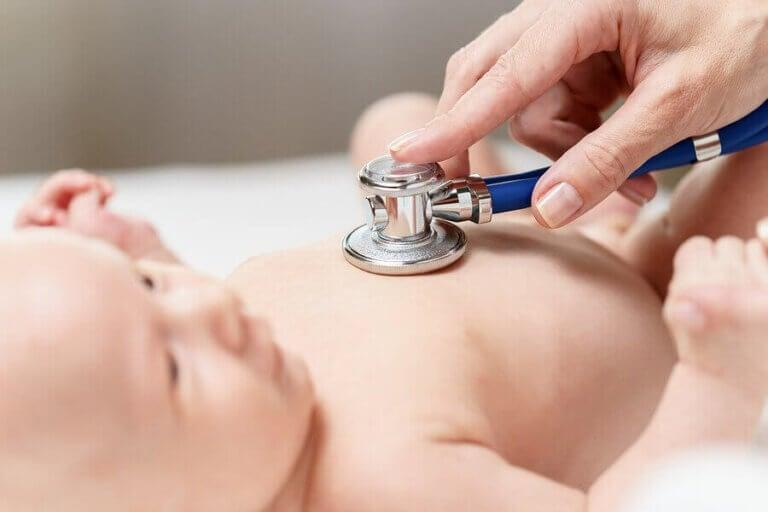 De første undersøkelsene gjennomført på nyfødte babyer