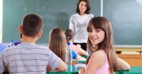 Bør søsken være i samme klasse på skolen?