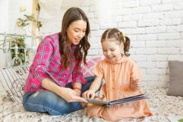 Fordeler med å bruke historier som et undervisningsverktøy for barn