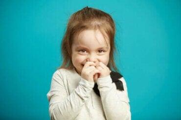 Giftig skam hos barn: Hvordan utvikler de det?