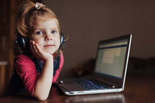 Lær barn hvordan man bruker teknologi på en ansvarlig måte