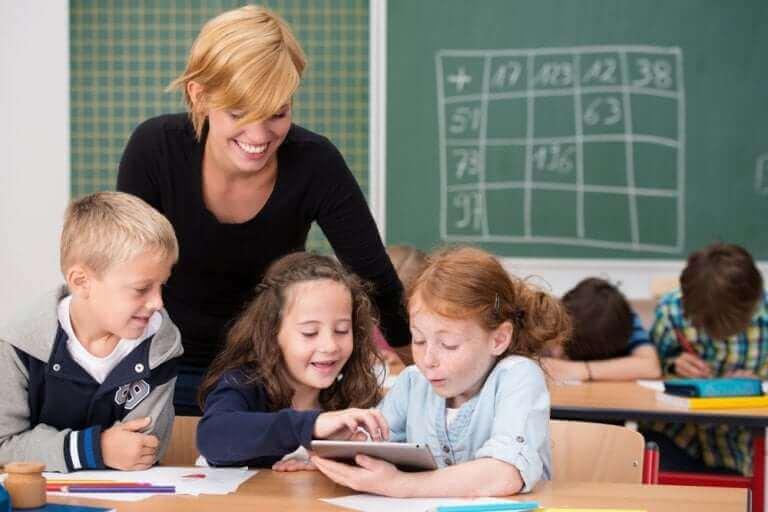 Lære barn hvordan man bruker teknologi på en ansvarlig måte