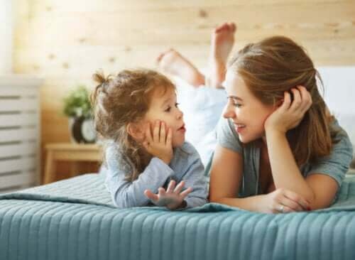 Hvordan snakke med barn slik at de lærer å tenke uavhengig