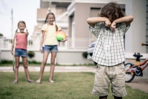 Hvordan lære et barn at det er galt å gjøre narr av andre