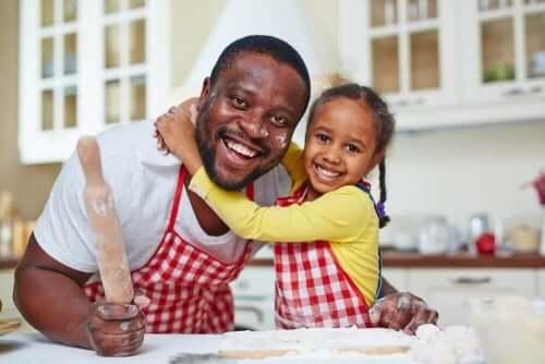 Fordelene med å lage mat med barna dine