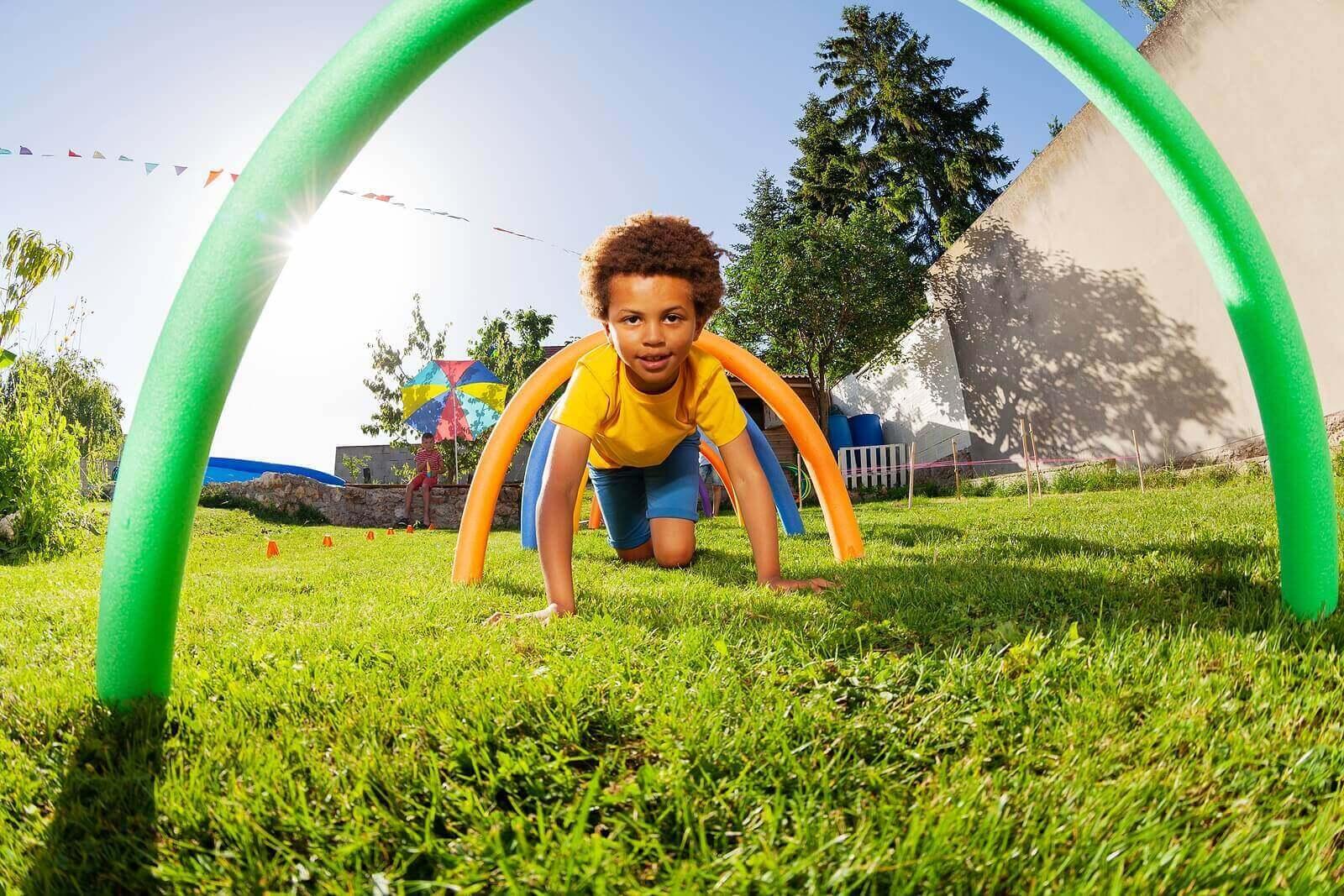 8 spill og leker som hjelper barna utvikle grovmotoriske ferdigheter