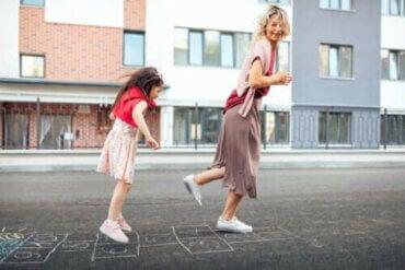 8 spill og leker som hjelper barna med å utvikle grovmotoriske ferdigheter