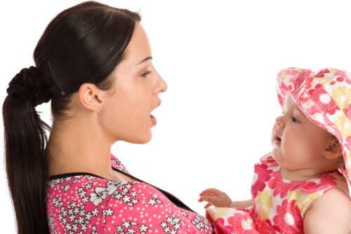 Språkutvikling: Karakteristikkene til det førspråklige stadiet