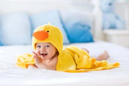 Badetilbehør til babyer for å gjøre badetiden enklere