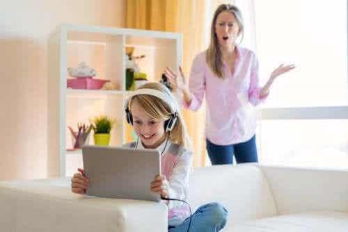 Hvordan håndtere tenåringens YouTube-avhengighet