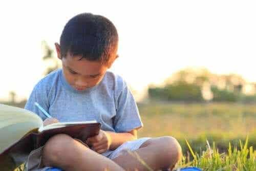 Fire ideer til å gjennomgå skolearbeid om sommeren