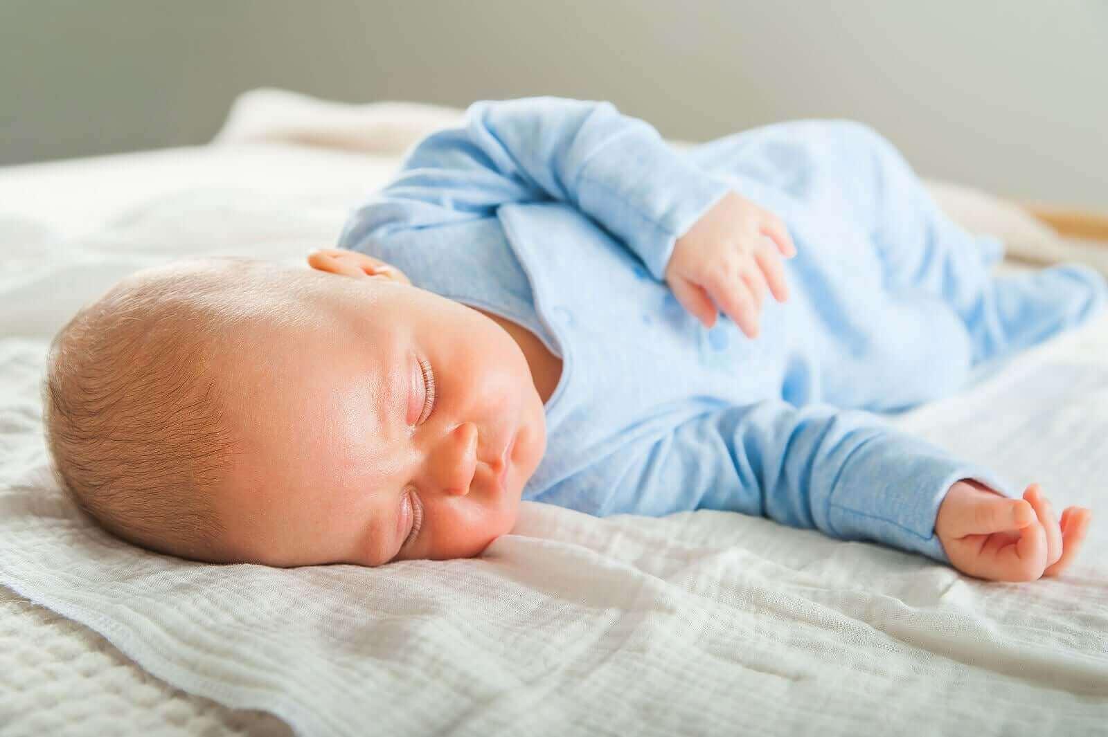 Hvordan utvikles babyens søvnmønstre når de vokser?