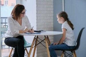 Hjelp barn med å normalisere psykologisk hjelp