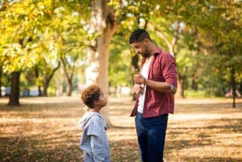 Hvordan snakke om vanskelige ting med små barn