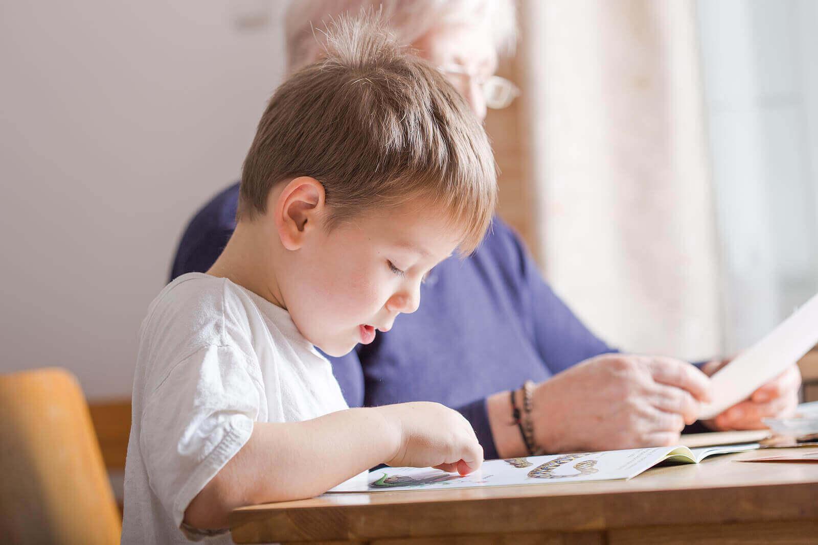 10 måter å oppmuntre barn til å lese og skrive på