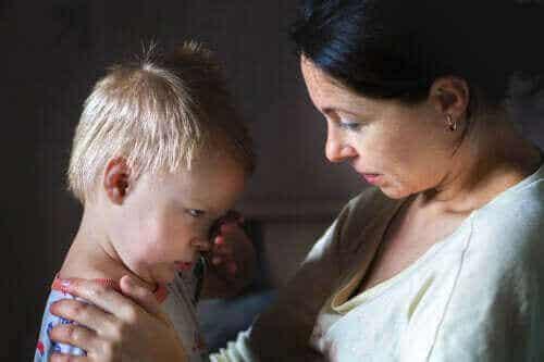 5 løgner du aldri bør fortelle barna dine
