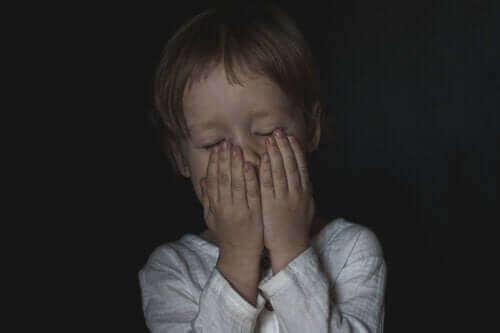 Hvordan hjelpe barn med å overvinne frykt