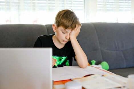 Hvordan hjelpe en tenåring med lærevansker