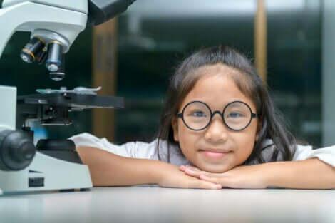 Hvordan stimulere vitenskapelig tenking hos barn