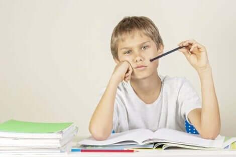 Hvorfor barnet ditt får dårlige karakterer og hvordan du kan hjelpe?