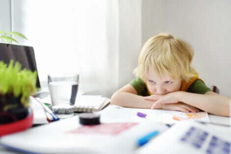 Hvorfor barnet ditt får dårlige karakterer og hvordan du kan hjelpe