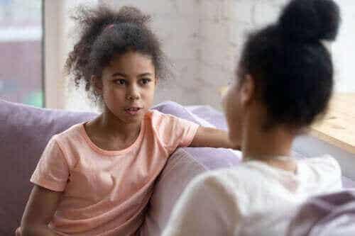 Slutt å forhøre tenåringen din – Bare ha en dialog