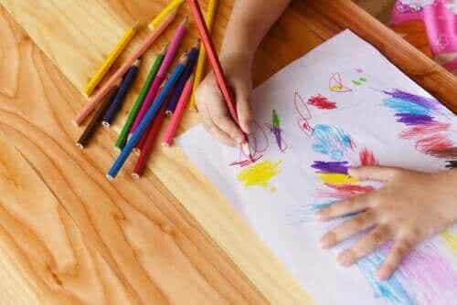 Tegning som et barns første form for skriving