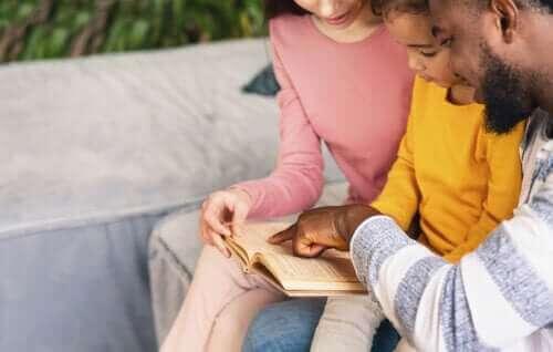 Hvorfor det er nødvendig å lese høyt med barna hver dag