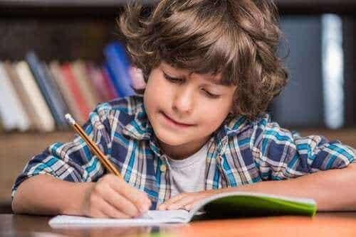 Lær å skrive med Montessori-metoden