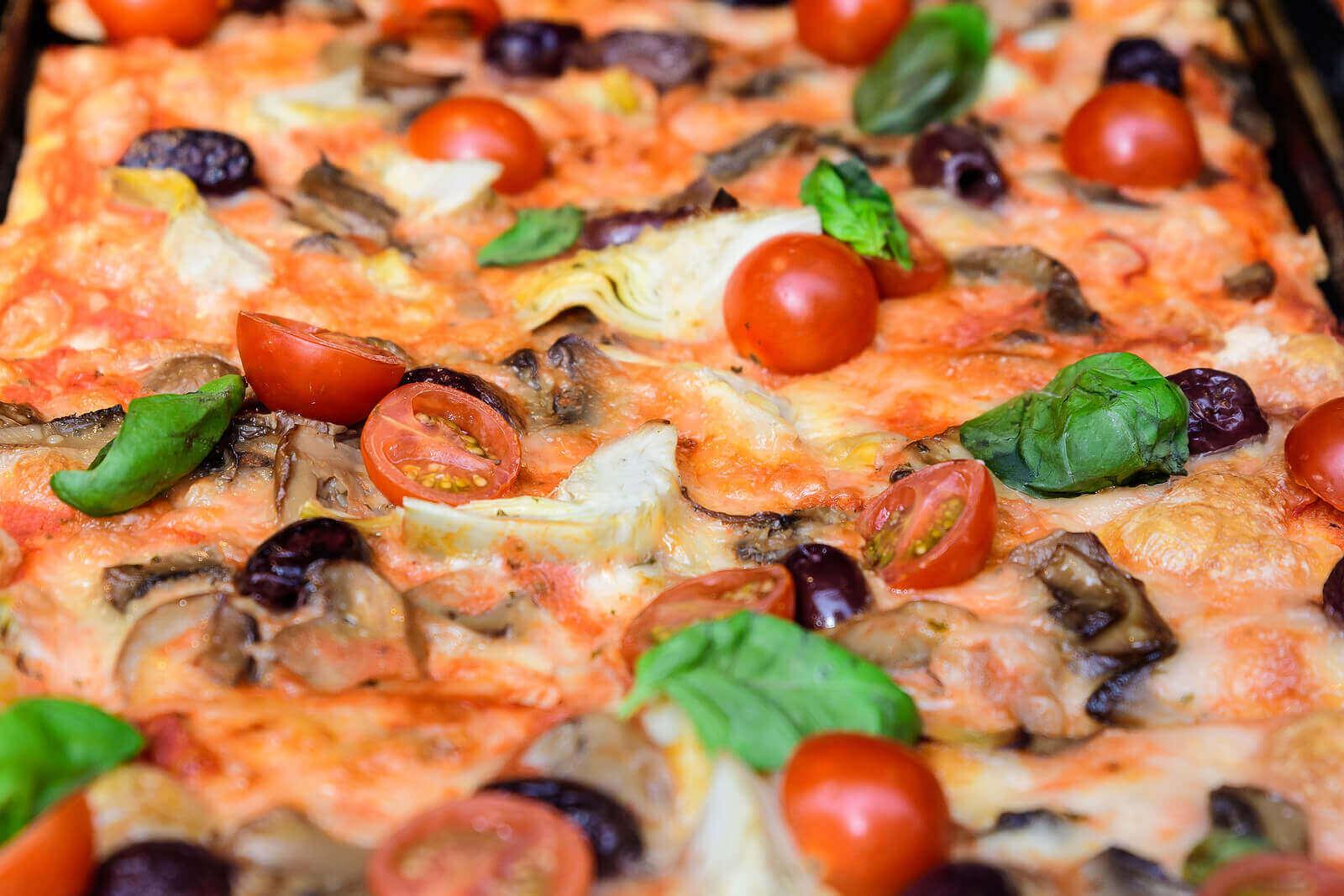 hjemmelaget pizza med tomat