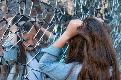 Schizofreni i barndommen: symptomer, årsaker og behandling