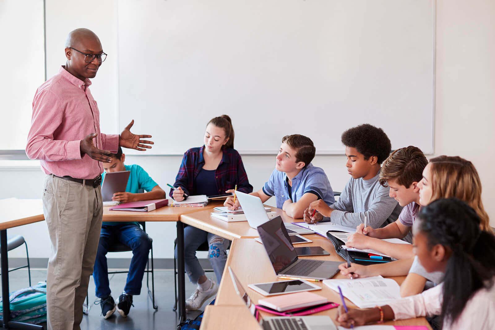 Hva består inquiry-basert læring av?