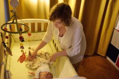 Babyens første 6 måneder: Hvordan familien kan sove godt