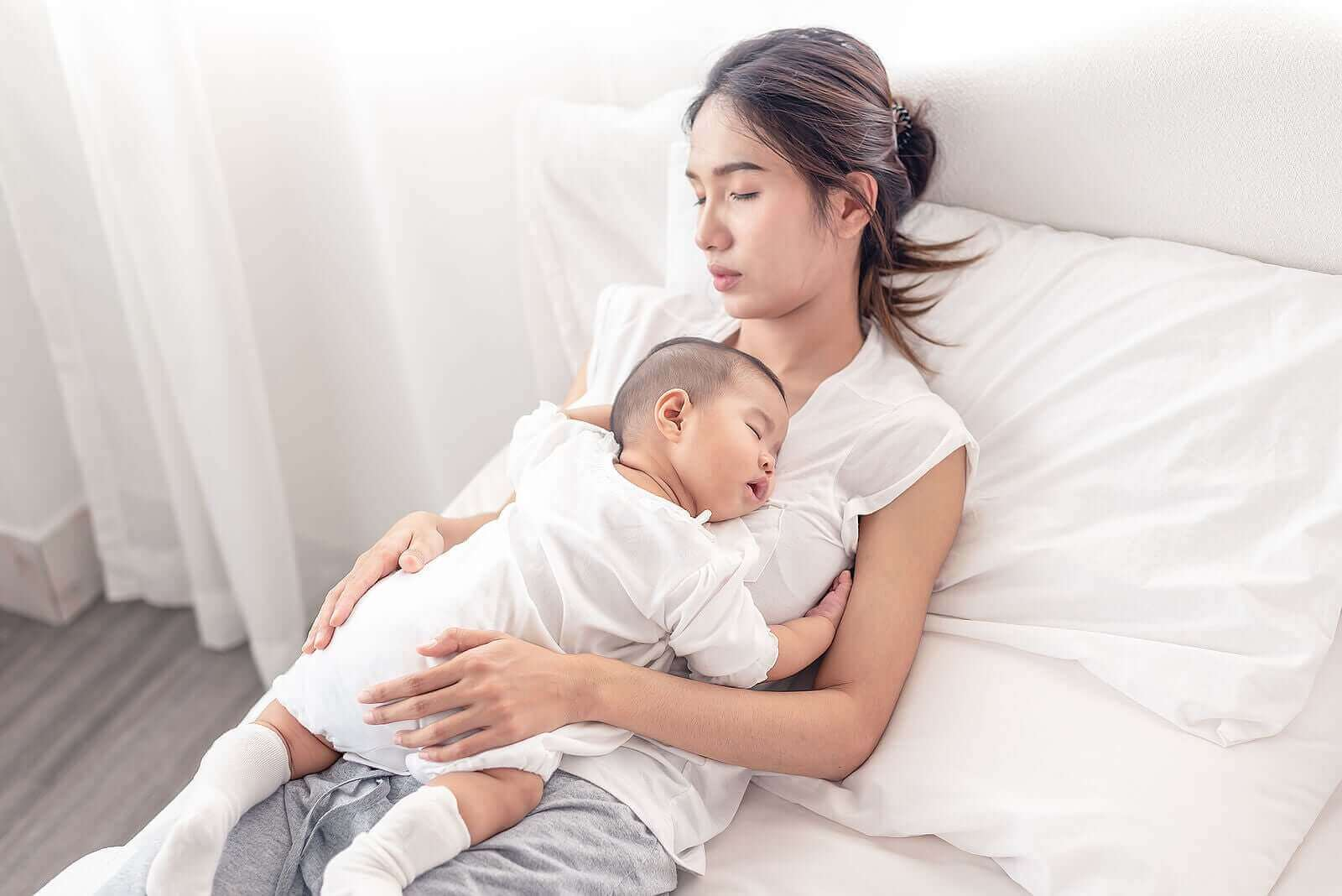 Hvordan familien kan sove godt i løpet av babyens første 6 måneder