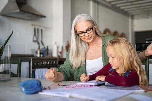 Fire aktiviteter for å forbedre skriftlig uttrykk hjemme