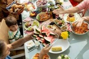 Mindful eating for barn: Hvorfor og hvordan du gjør det