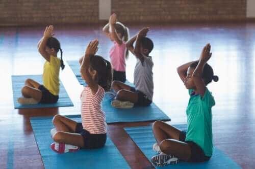 Yoga i klasserommet: Nøkler og fordeler