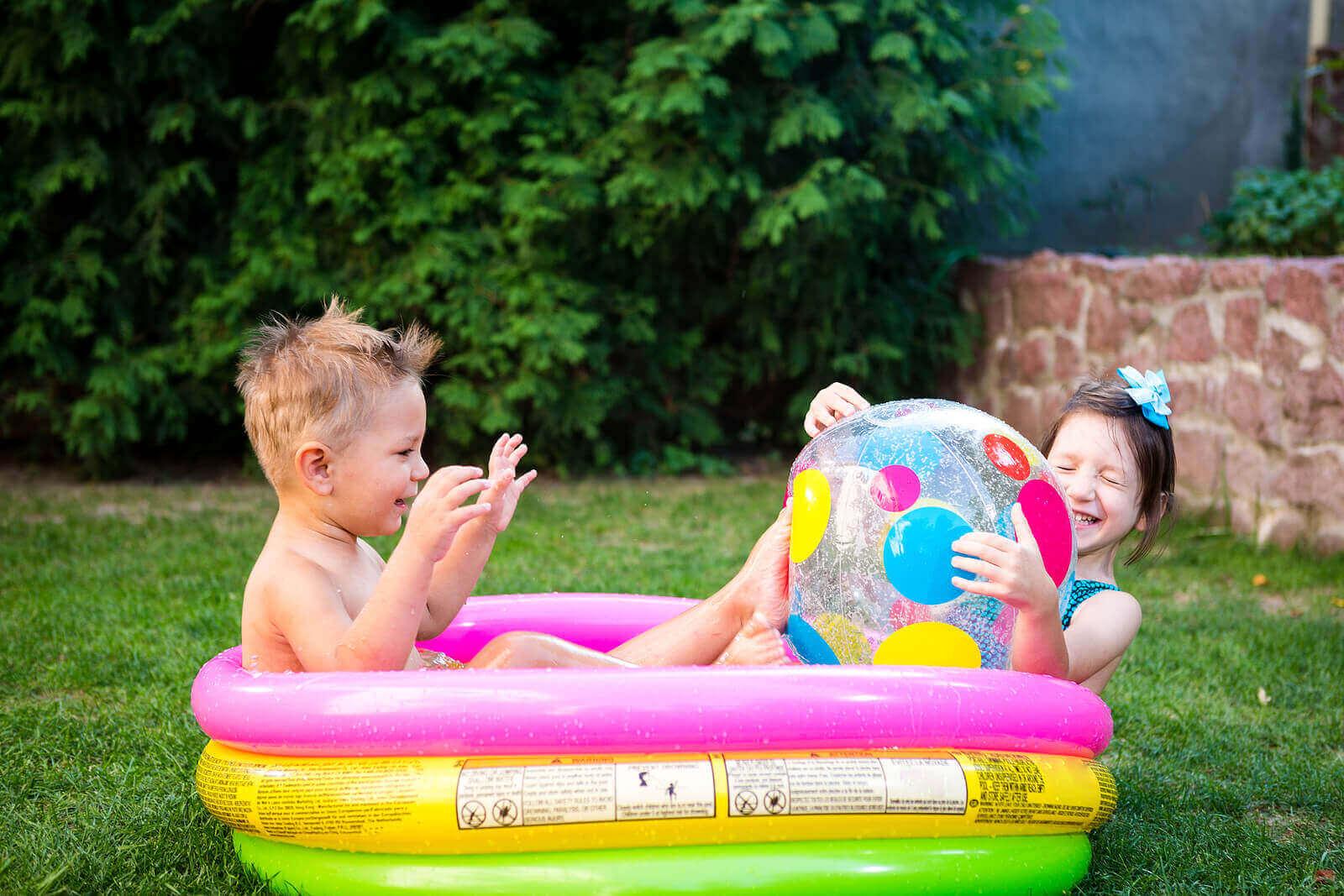 8 fordeler med å leke med vann for barn